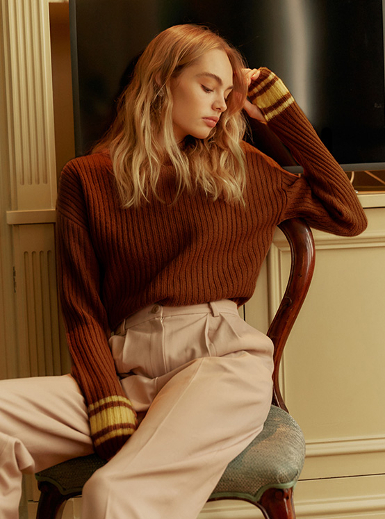Acrylic Tam High Neck Knit in Brown_VK9WP0770