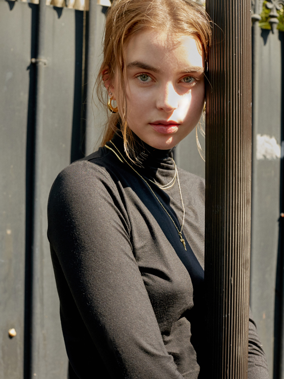 See-through Turtleneck in Black_W8AE0630